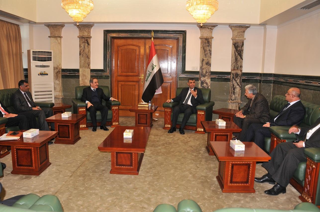 وزير الصناعة والمعادن يعقد اجتماعاً لبحث اليات العمل  (1)